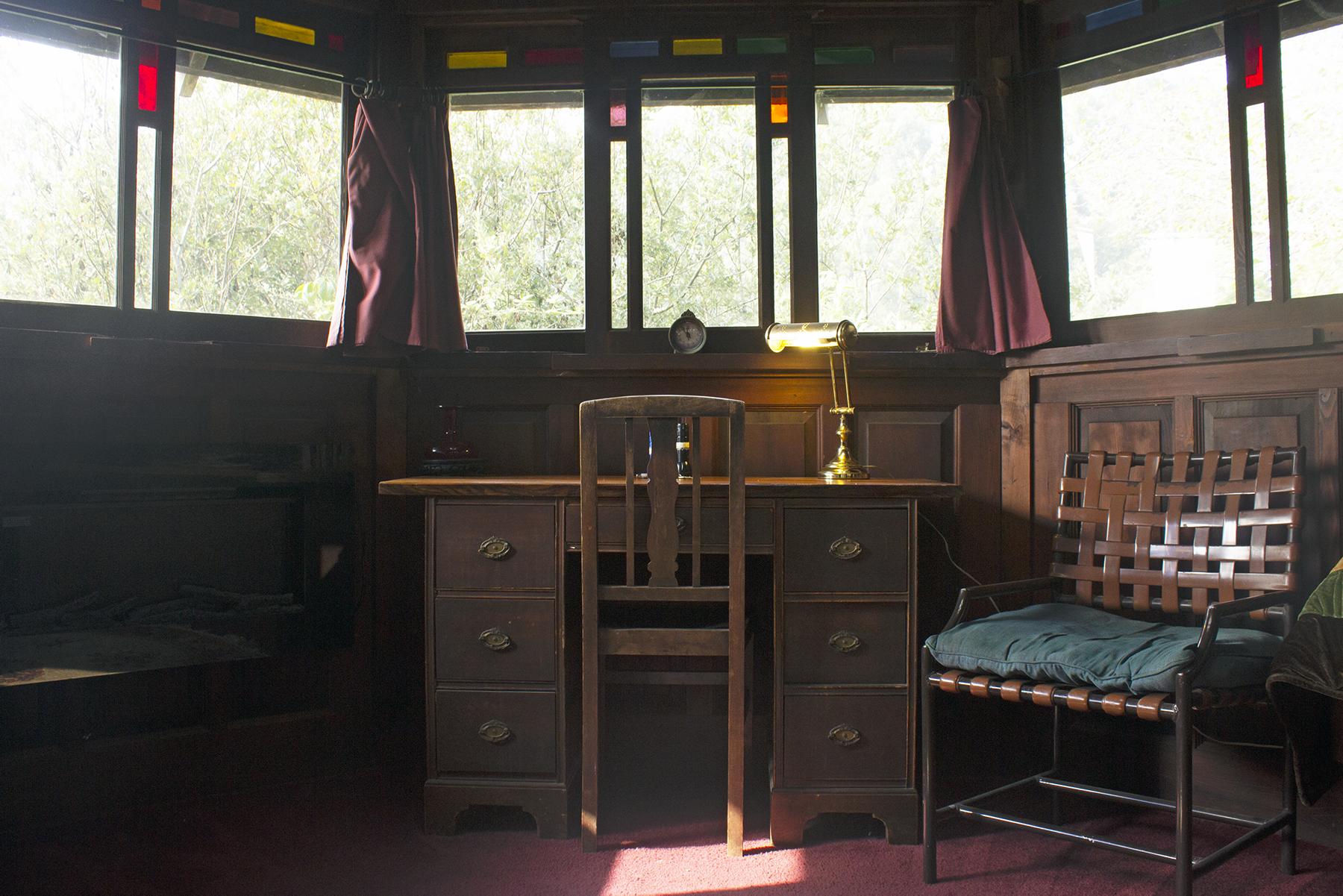 Desk Octagon | Howard Creek Ranch